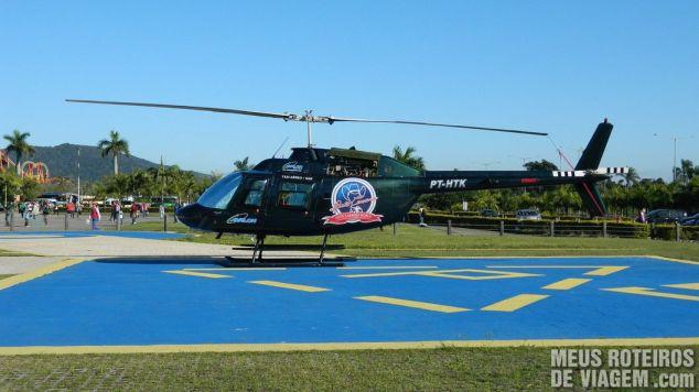Helicóptero para fazer voo panorâmico (pago à parte)