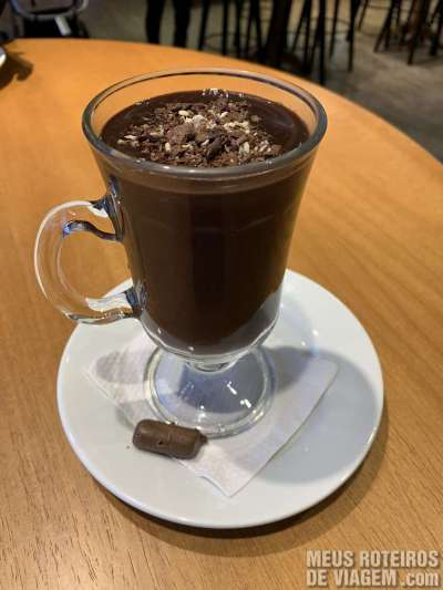 Chocolate quente na Lugano Chocolates em Gramado