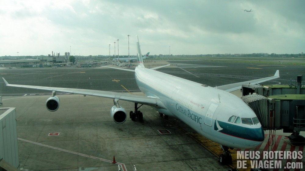 Airbus A340-300 da Cathay Pacific no aeroporto de Roma