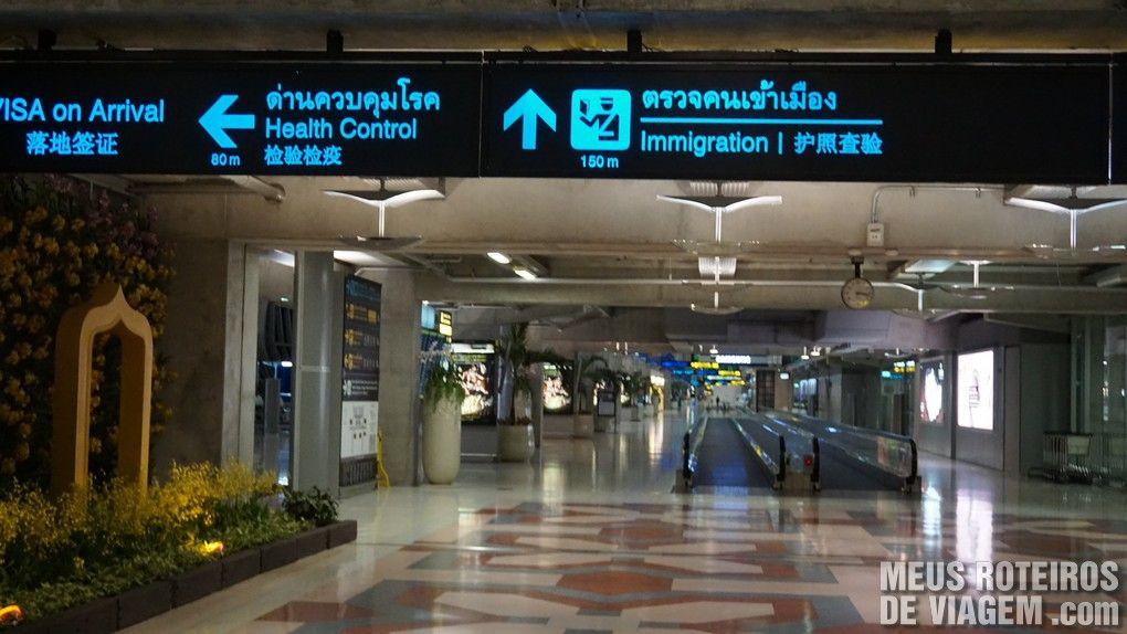 Placa indicando o posto de controle sanitário (health control)