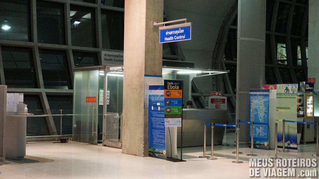 Controle sanitário obrigatório no desembarque do Aeroporto de Bangkok