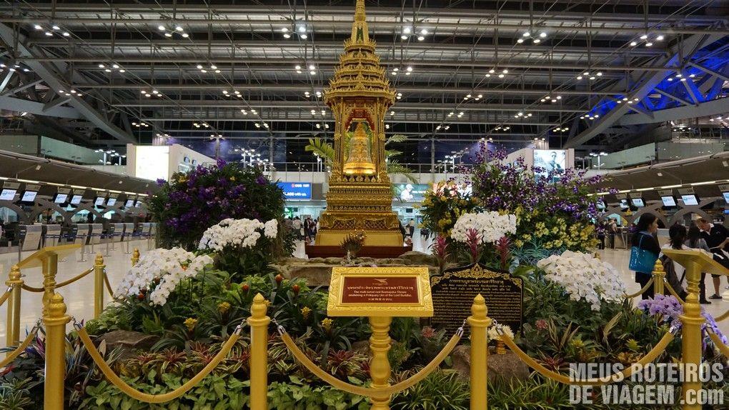 Decoração budista no Aeroporto Internacional de Bangkok - Suvarnabhumi