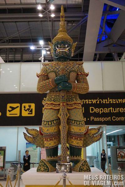Estátua no Aeroporto Internacional de Bangkok - Suvarnabhumi