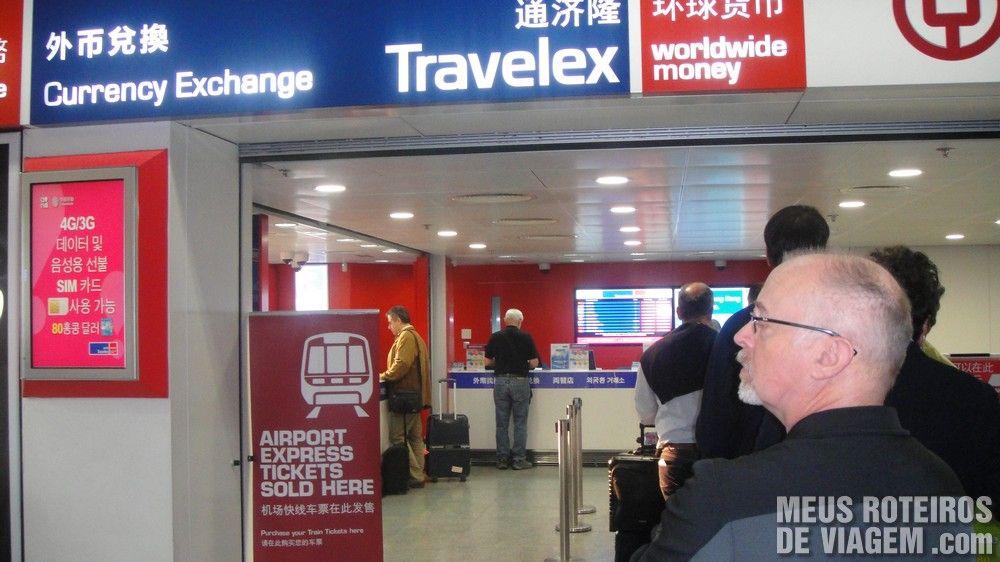 Casa de câmbio no desembarque com venda de tickets para o trem