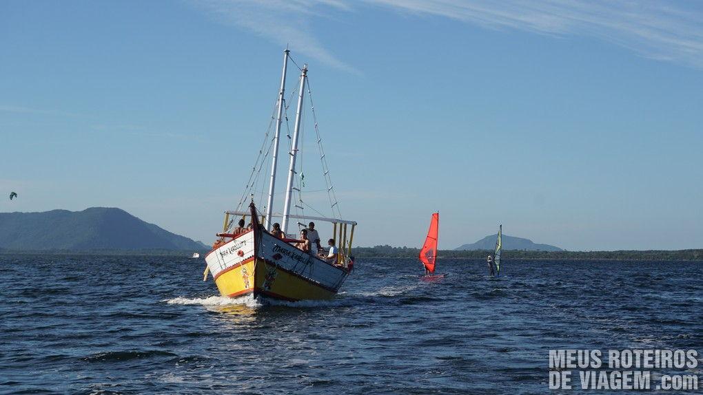 Barco e windsurf na Lagoa da Conceição - Floripa