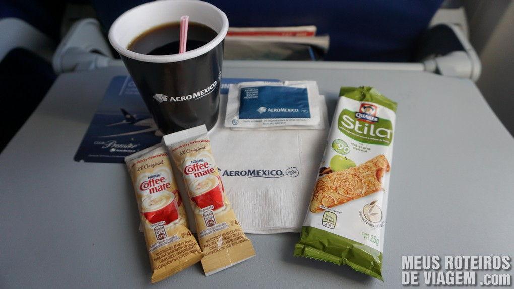 Lanche da classe econômica no voo entre Cidade do México e Cancun