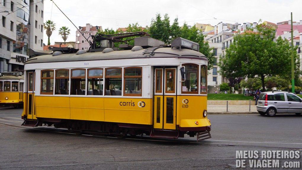Eléctico 28 na Praça Martin Muniz - Lisboa, Portugal