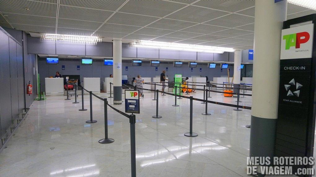 Balcões de check-in da TAP no Terminal Ouest - Aeroporto de Paris-Orly