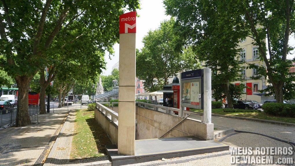 Entrada de uma estação de metrô na Av. da Liberdade - Lisboa
