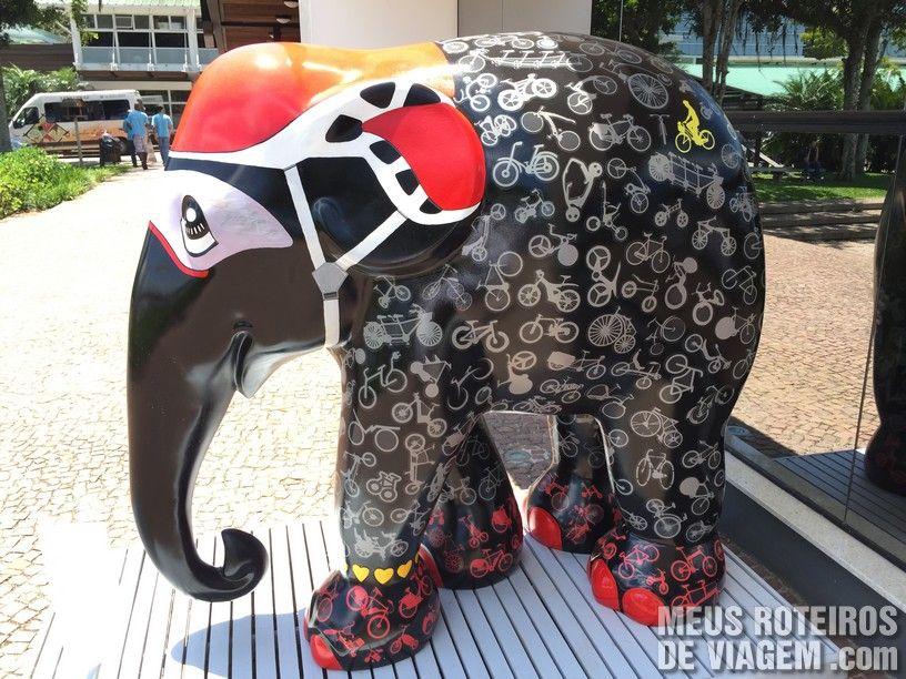 """Elefante """"Ciclista Vera"""", por Joel Pacheco"""
