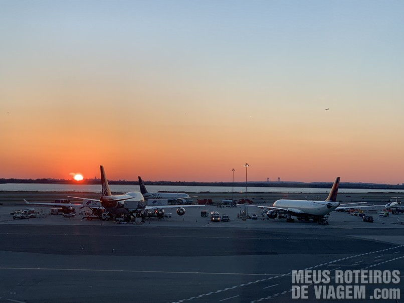 Por do sol no Aeroporto JFK, Nova York