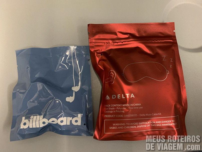 Fone de ouvido, tapa olho e protetor de ouvidos da Delta Airlines