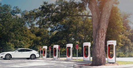 Tesla aumenta sus súper cargadores a 145 kW