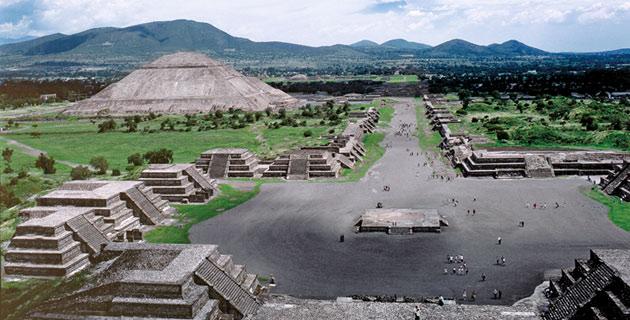 Plaza de la pirámide de la luna.