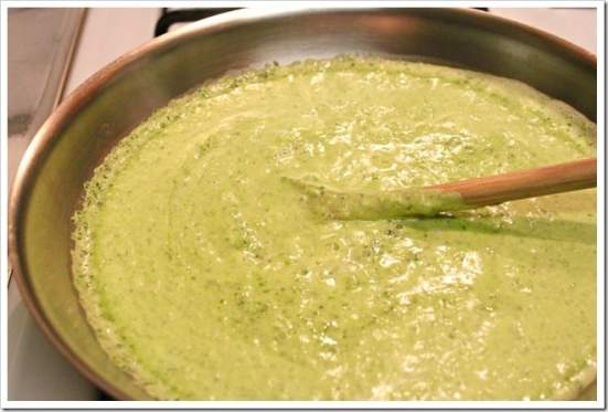 agrega la salsa a la sartén, Filetes de Pescado en Salsa de Perejil