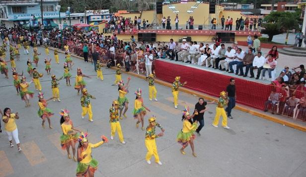 Carnaval Playa Vicente viste de alegría a Papaloapan