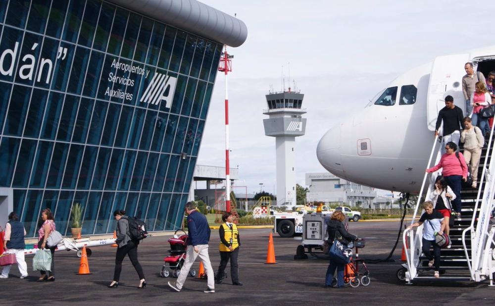 Crece 13.5% atención de pasajeros en aeropuertos