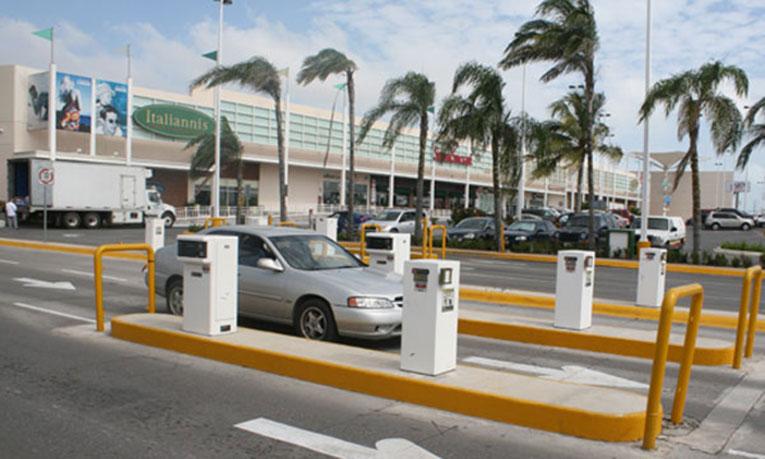 Promueven que estacionamientos sean gratuitos en centros comerciales