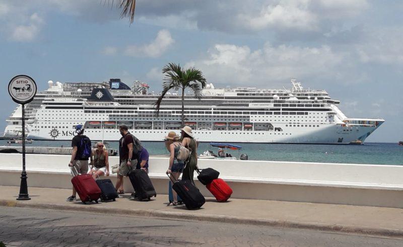 Mexicanos, turistas que más gastan a bordo de cruceros
