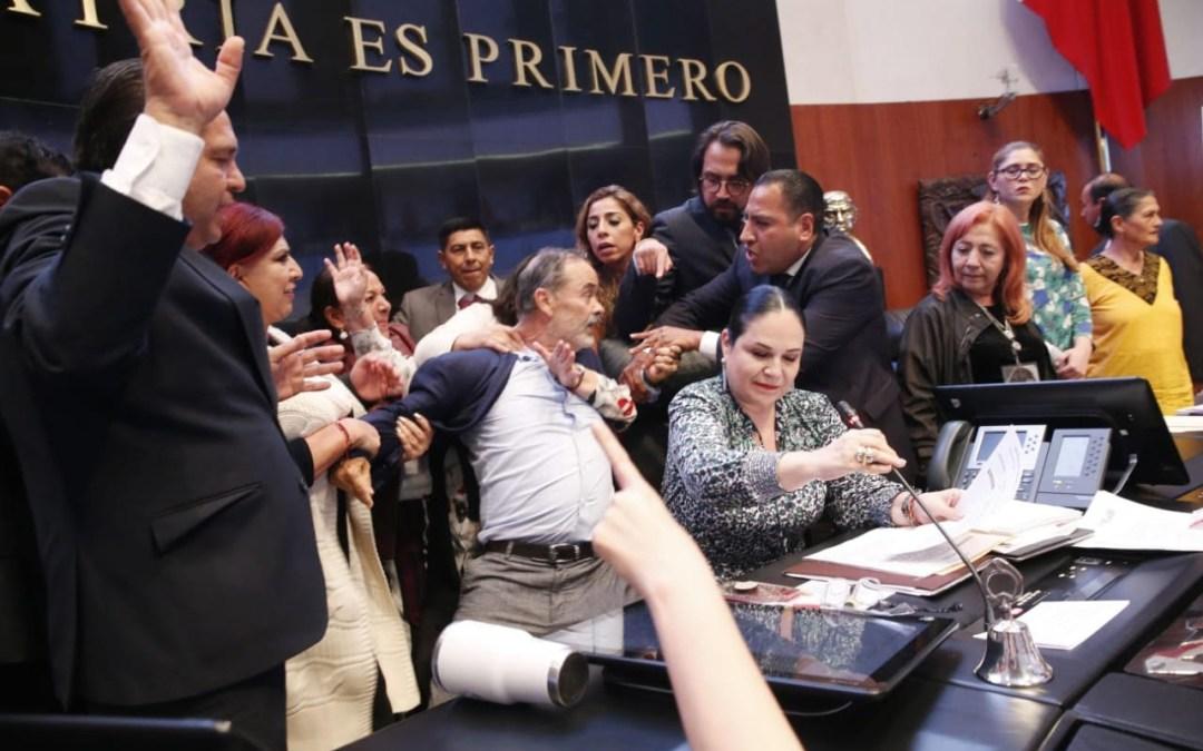 Desastrosa toma de protesta de Rosario en el Senado