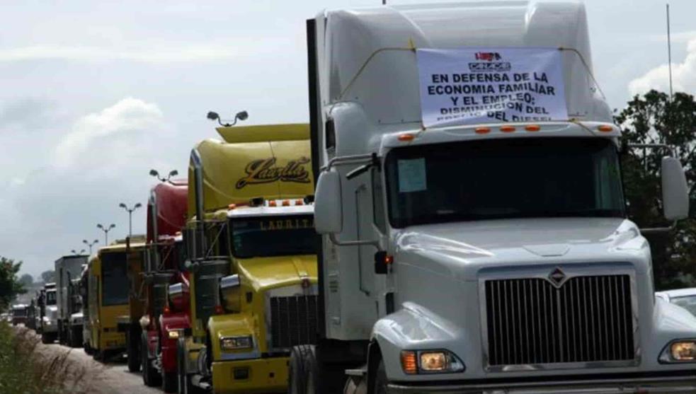 Transportistas bloquean centro histórico de CDMX