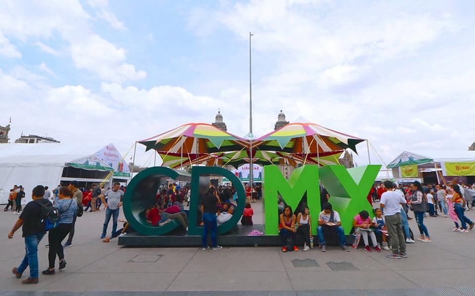 Van un millón de visitantes en Feria del Libro en el Zócalo