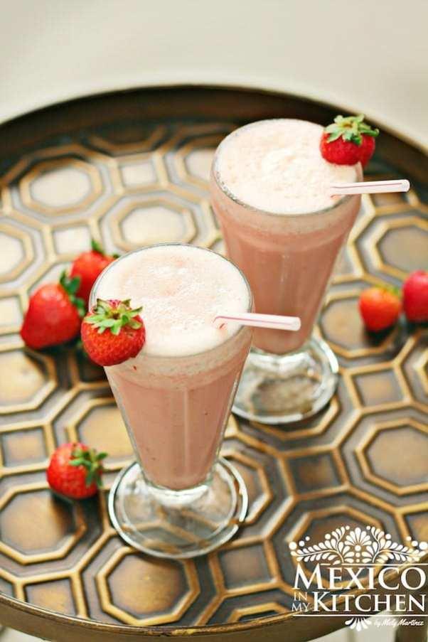 Strawberry banana yogurt smoothie delicious recipe