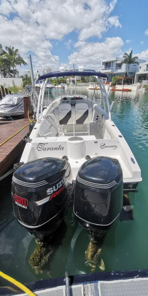 Central console boat
