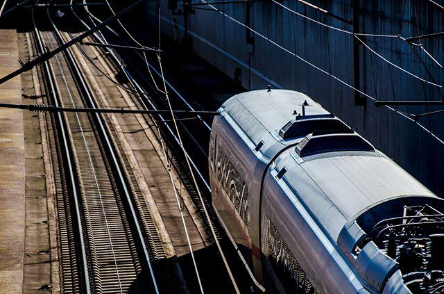 ICE just leaving the Kelsterbach tunnel and heading to Cologne via the high speed line @deutschebahn @eisenbahnfotografie @eisenbahnfreunde_taunus_e.v @bahnbilder_deutschland @trainspotter_suedhessen