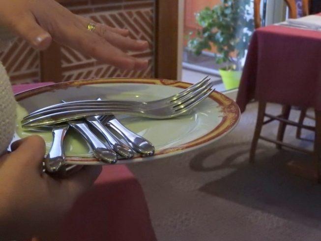 En EHPAD les Agents Hospitaliers analysent leurs pratiques du service à table