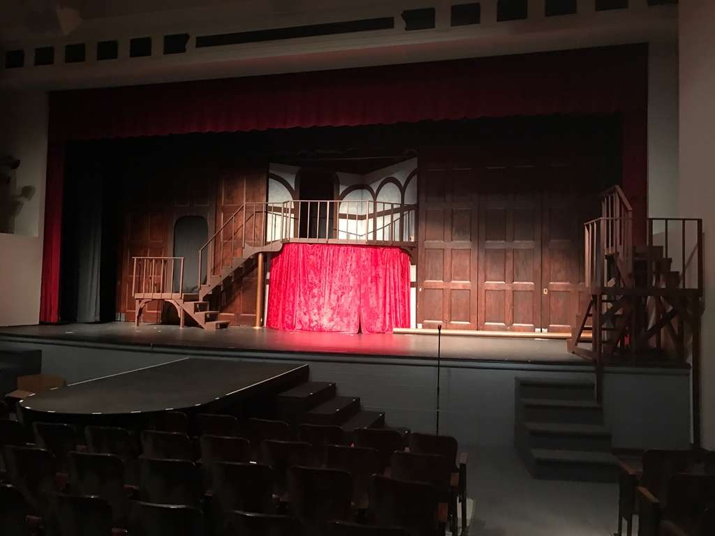 MFS Set Design Class Goes Big for the Winter Drama Production