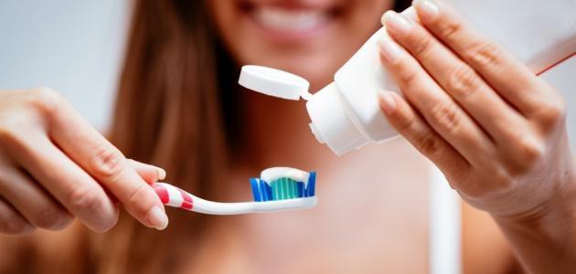 تطهير فرشاة الأسنان يحميك من كوفيد19