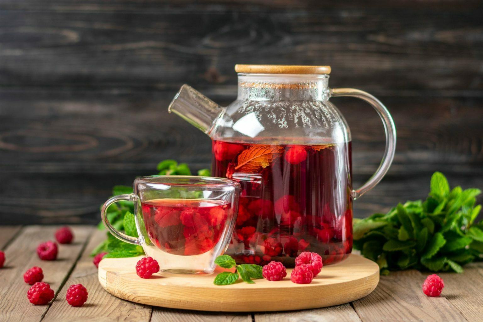 ماهي فوائد شرب شاي أوراق التوت الأحمر علي الصحه
