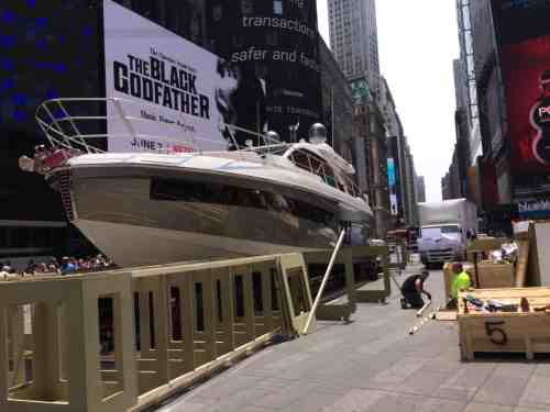 60-FOOT AZIMUT YACHT TO TIMES SQUARE