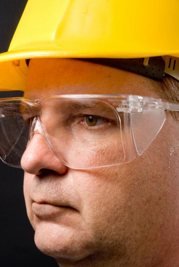 Qual é a diferença entre vidro, plástico e lentes de policarbonato?
