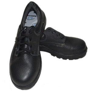 Sapato Marluvas com bico para segurança extra dos pés. Fechamento em cadarço.
