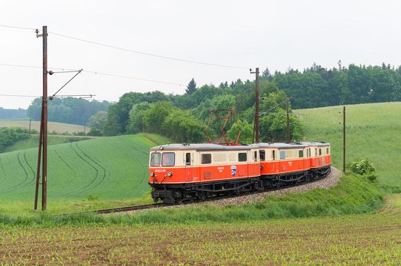 Die 1099.016 mit unserem Lokzug bei Matzersdorf