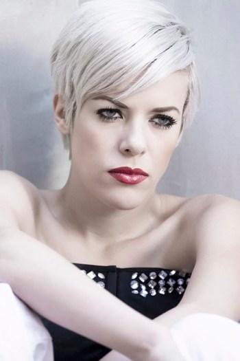 silver woman hair trend