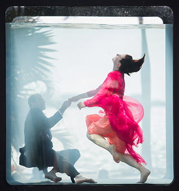 Couple Dancing in Holoscenes  Photo by Lars Jan