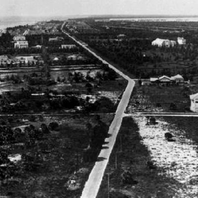 https://i0.wp.com/www.miamibeach411.com/photos/history/collins_ave_400x400_1.jpg