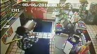 Store employees fight back against armed robbers