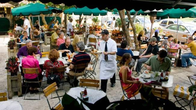 El famoso News Cafe de Miami Beach cierra por ahora | El Nuevo Herald