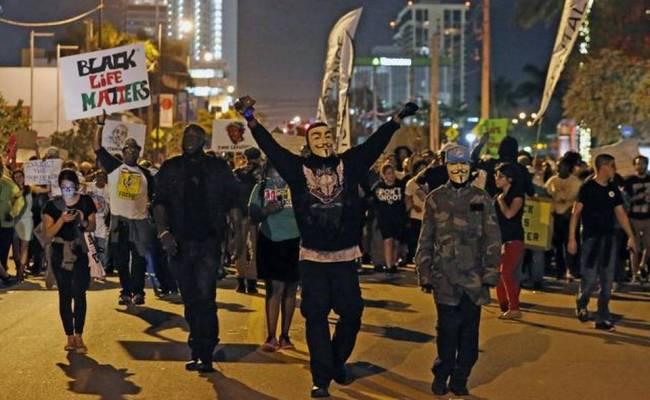 Miami Protesters Shut Down Traffic On I 195 Miami Herald