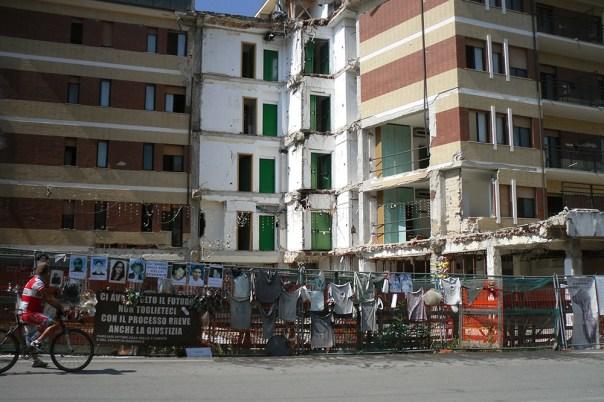18 Italia e isole 2013_La casa dello studente, L'Aquila