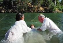 """Bautizo: ¿Fórmula Trinitaria o """"en el Nombre de Jesús""""?"""