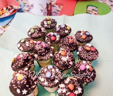 Regenbogen - Cake Pops im Becher, ohne Milch & Eier