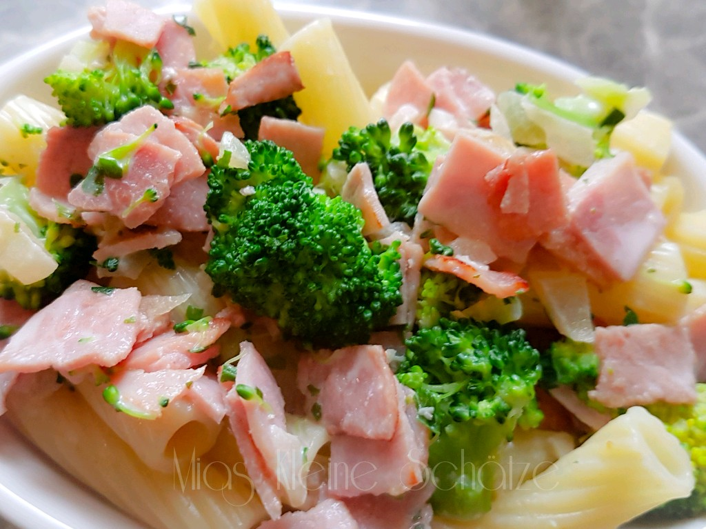 Rezept:  Nudelauflauf mit Brokkoli & Schinken