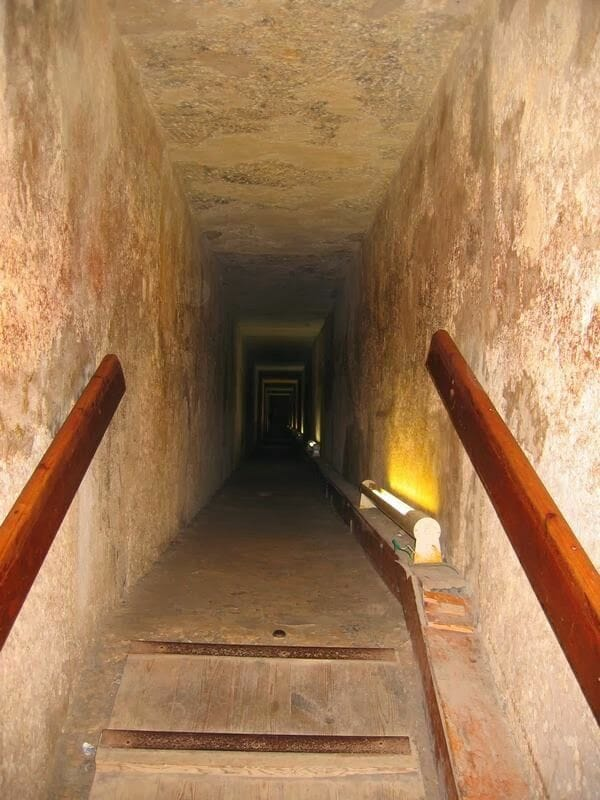 En el interior de la piramide de Kefrn