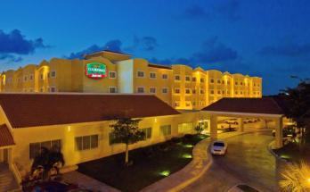 Hotel Courtyard Cancun Airport by Marriott Entrada