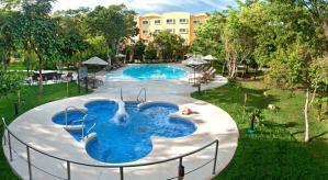 Hotel Courtyard Cancun Airport by Marriott Piscina